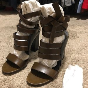 & OTHER STORIES ANKLE WRAP HEELED SANDALS OLIVE